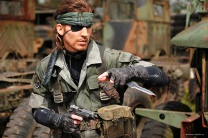 This cosplayer is the spitting image of Metal Gear's Big Boss